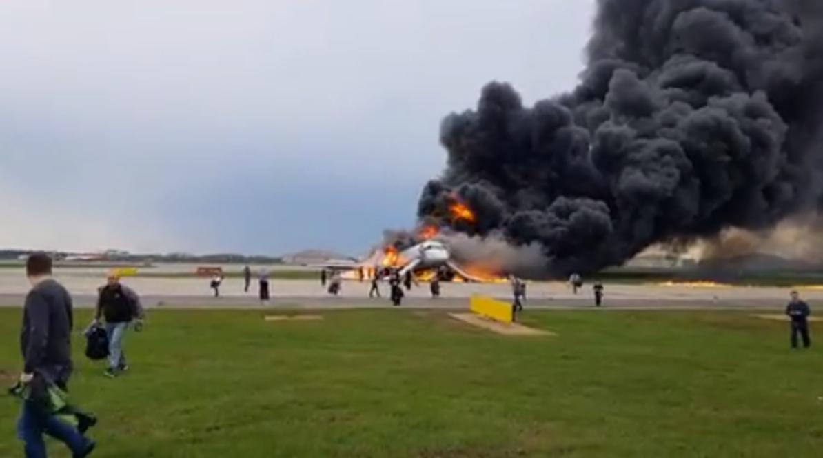 Не травите тех, кто выбегал с чемоданами: выживший в авиакатастрофе рассказал