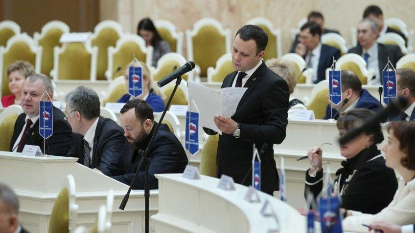 Законодательное собрание Петербурга ушло наканикулы