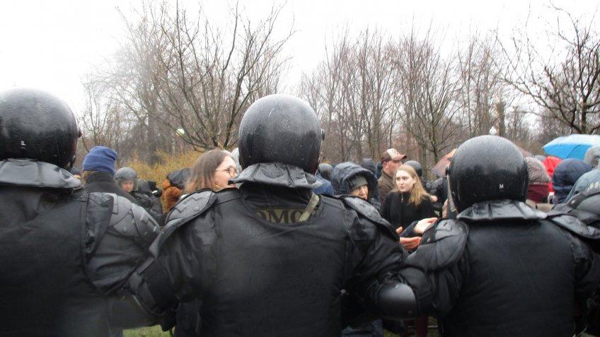 ВКрасногвардейском районе Петербурга универсам «Народный» пытались закрыть сОМОНом