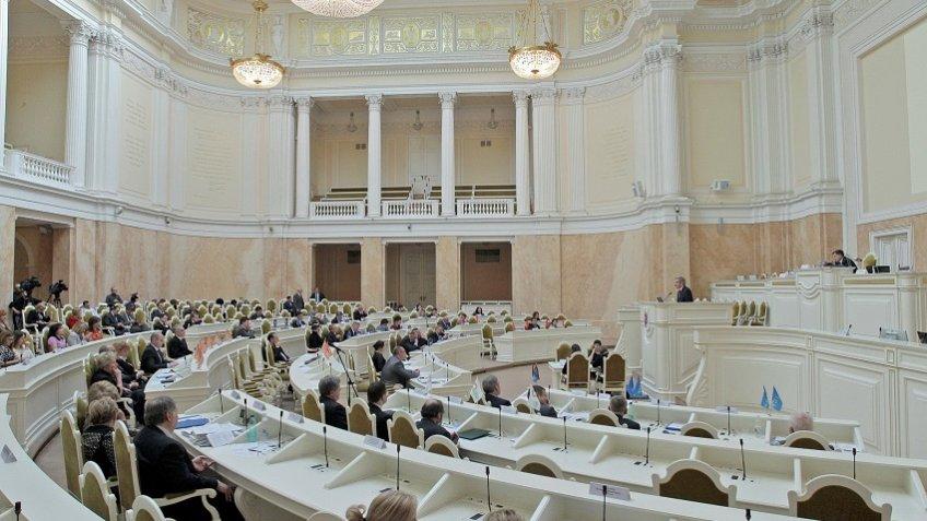Макаров бросает петербургский парламент ради спасения бизнеса