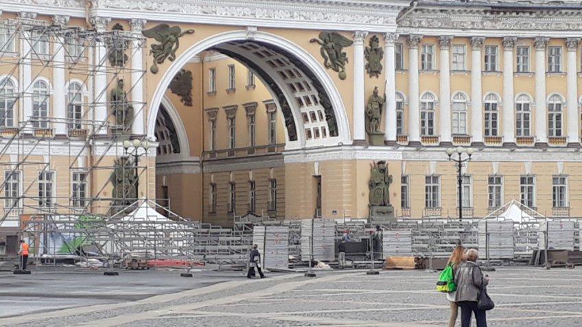 ВПетербурге наДворцовой площади выступил легендарный трехтысячный хор