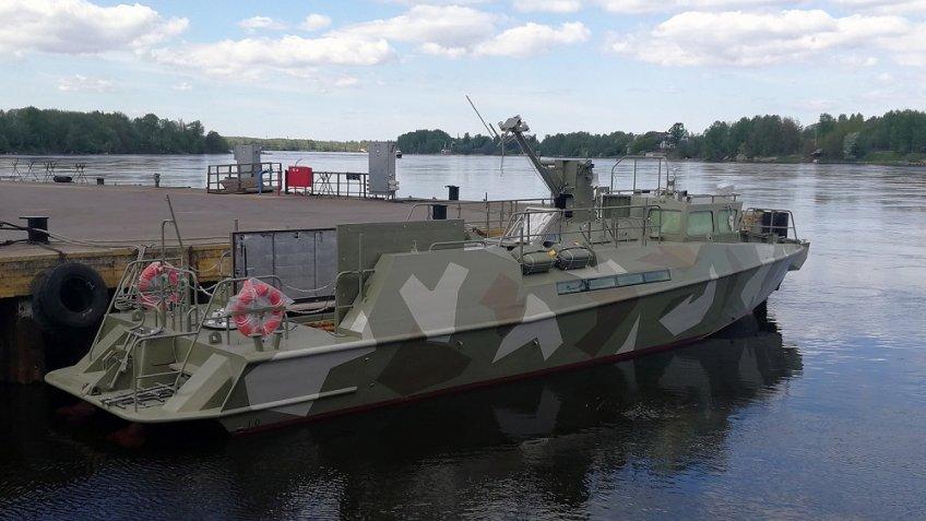 ВПетербурге наводу спустили катер обновленного поколения «Раптор» для ВМФ Российской Федерации