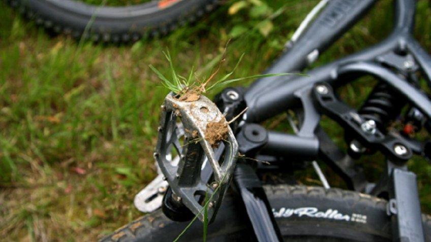 Велосипедист насмерть сбил ребенка впетербургском парке