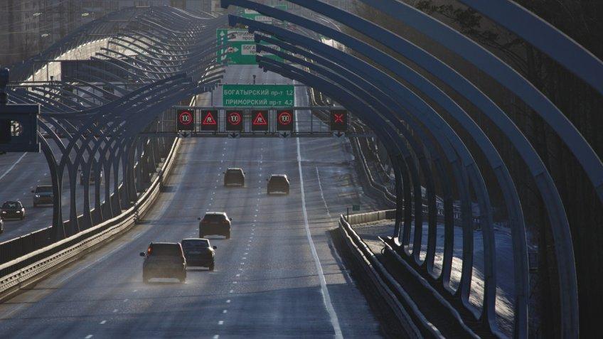 В северной столице 200 авто наЗСД выстроились вфлаг РФ