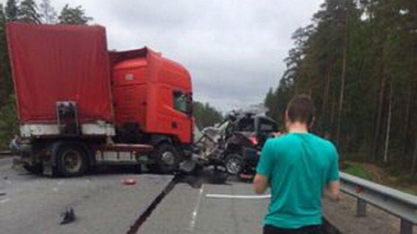На «Скандинавии» столкнулись УАЗ иScania, двое погибли