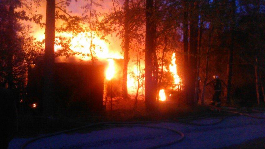 Впетербургском Белоострове сгорели дом ибаня, есть погибшие