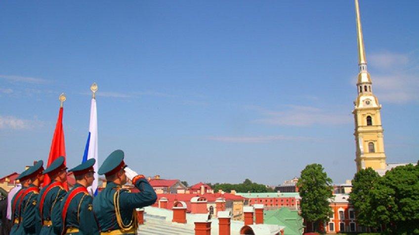 В Петербурге перенесли салют в честь Дня ВМФ