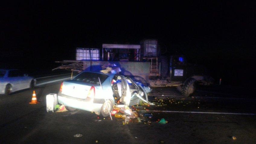 Натрассе «Россия» легковушка врезалась в грузовой автомобиль