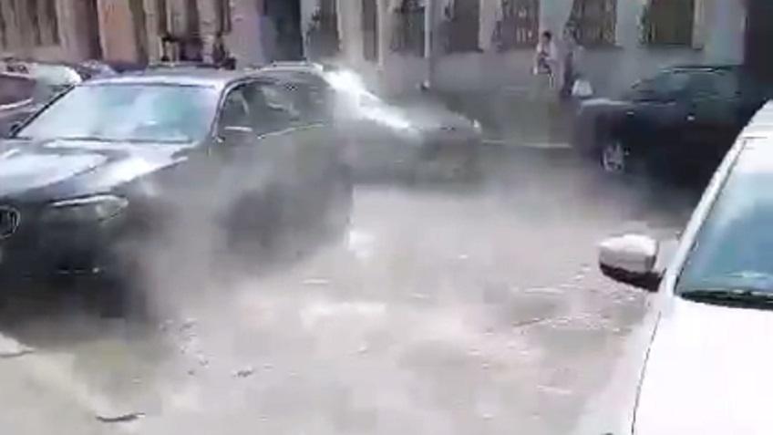 ВПетербурге наМоховой машины поливало кипятком— Неожиданный душ