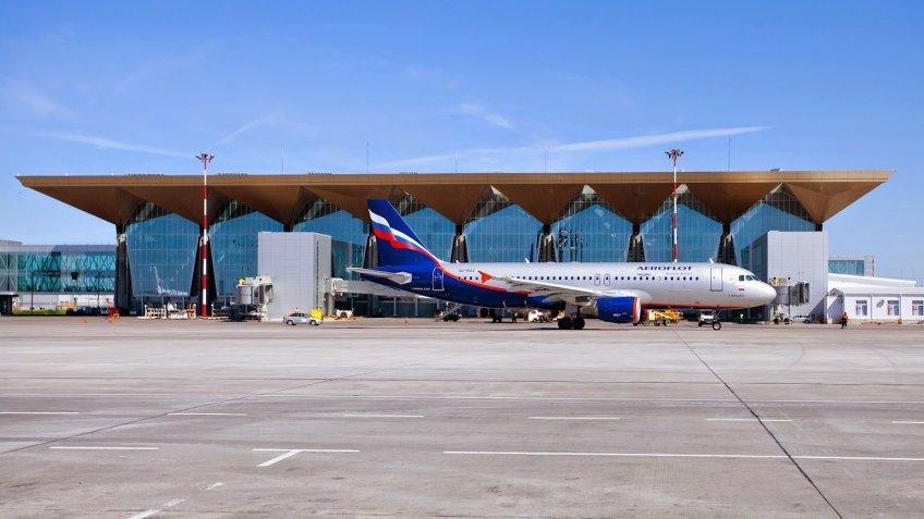 Пьяную туристку сняли срейса вЧерногорию впетербургском аэропорту Пулково