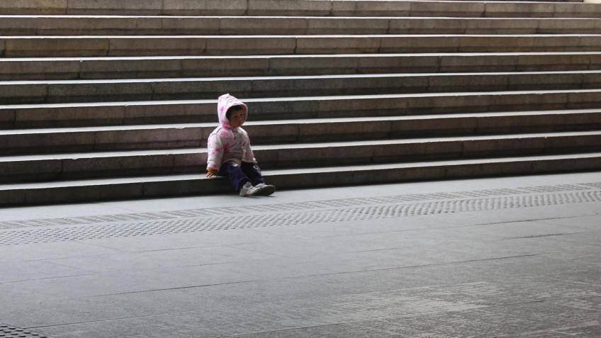 Брошенного матерью ребенка отыскали всадоводстве вКолпино