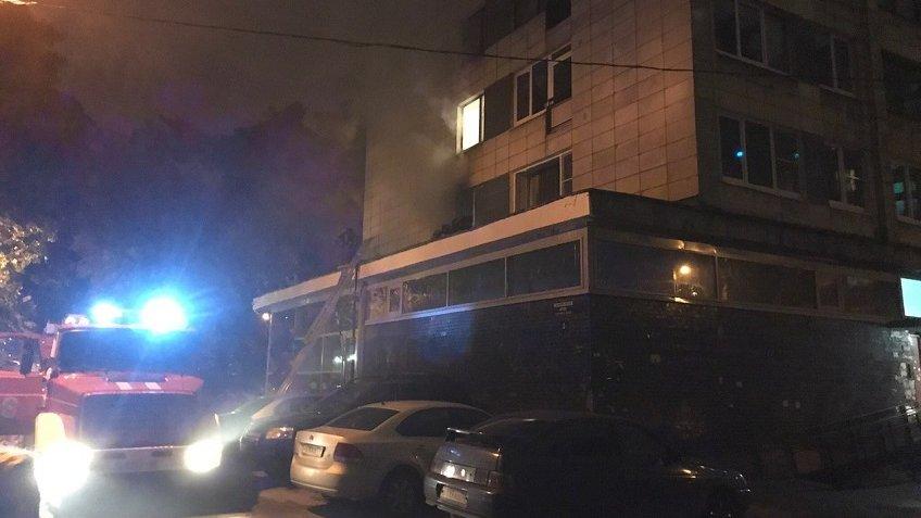 Впожаре  наМосковском шоссе вПетербурге эвакуировали 10 человек