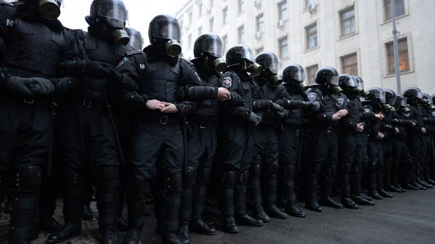 ВПетербурге служащих милиции подозревали впревышении должностных полномочий