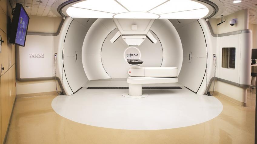 ВПетербурге через неделю начнется массовое лечение пациентов вцентре протонной терапии