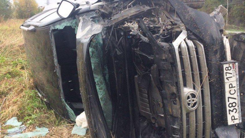НаРопшинском фургон и вседорожный автомобиль столкнулись иснесли электрический столб