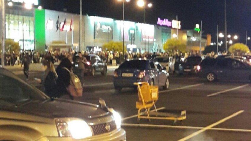Свидетели : вПетербурге снова массово эвакуируют торговые центры