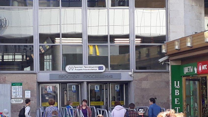 Смольный неготов убрать газетные киоски ибилетные кассы устанций метро
