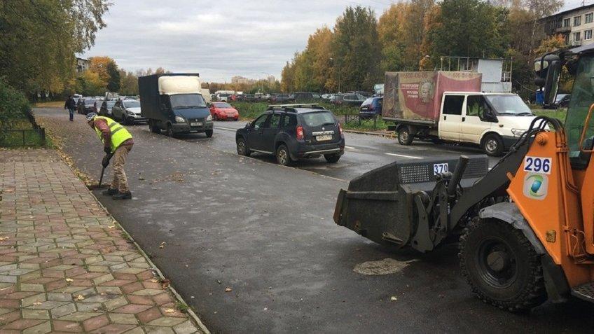 Стало известно, сколько тонн мусора занеделю было вывезено сулиц Петербурга