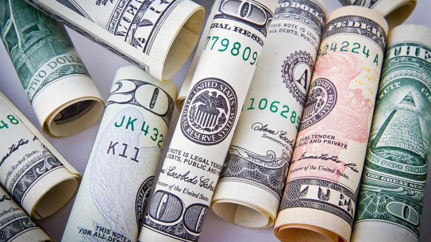ВПетербурге неизвестный лишил предпринимателя 53 тыс. долларов