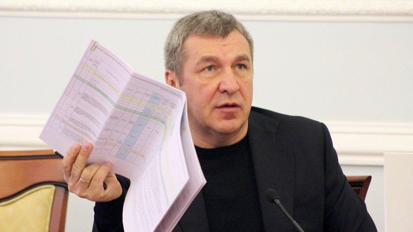 Албин пригрозил увольнениями комитету построительству