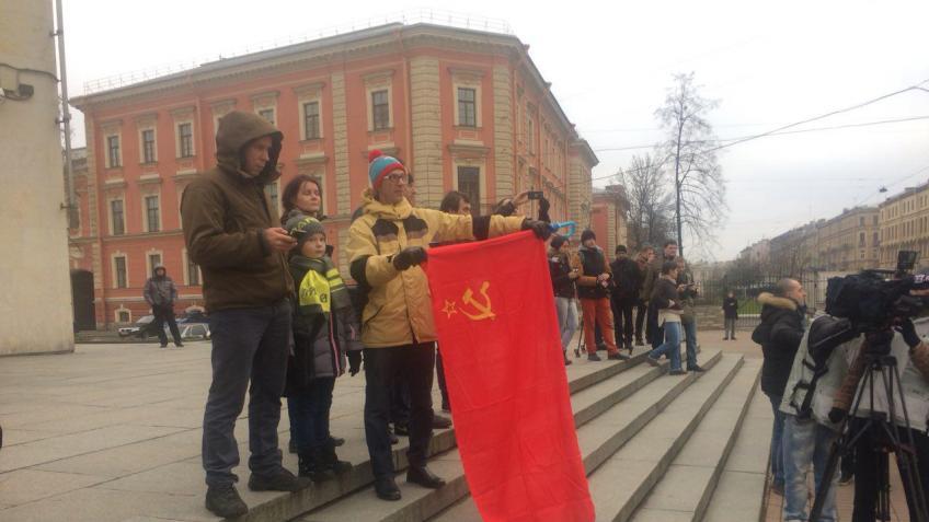 Неменее 20 человек задержаны нанесанкционированной акции вПетербурге