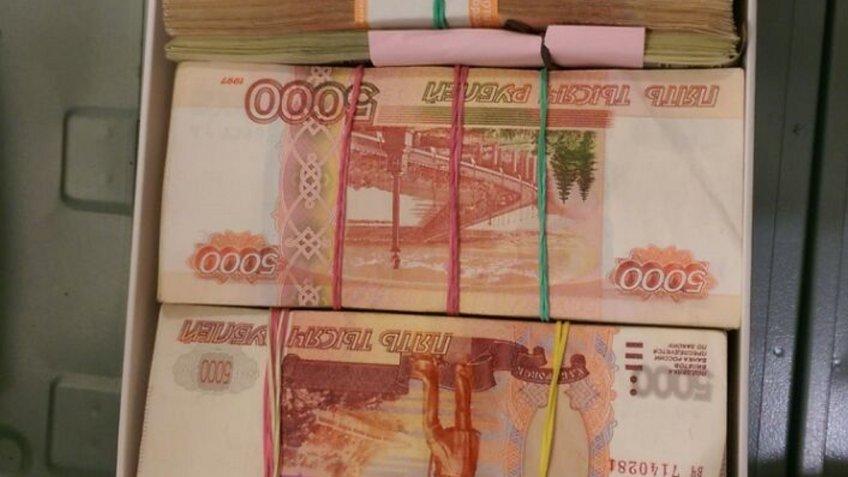 ВНовороссийске 22-летний мошенник обманул родителей выпускников на млн руб.