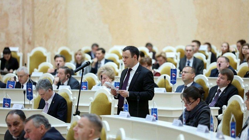 Обещавший заниматься «ничем» депутат-футболист Сысоев вместе сЧетырбоком написал 1-ый законодательный проект