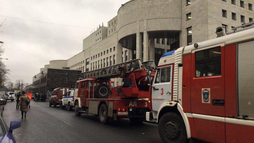 ВПетербурге тушили пожар в русской государственной библиотеке