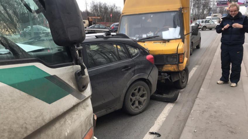 ДТП из8 машин наВыборгском шоссе спровоцировало пробку