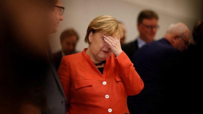 Сумеетли Меркель собрать коалицию— Политический кризис