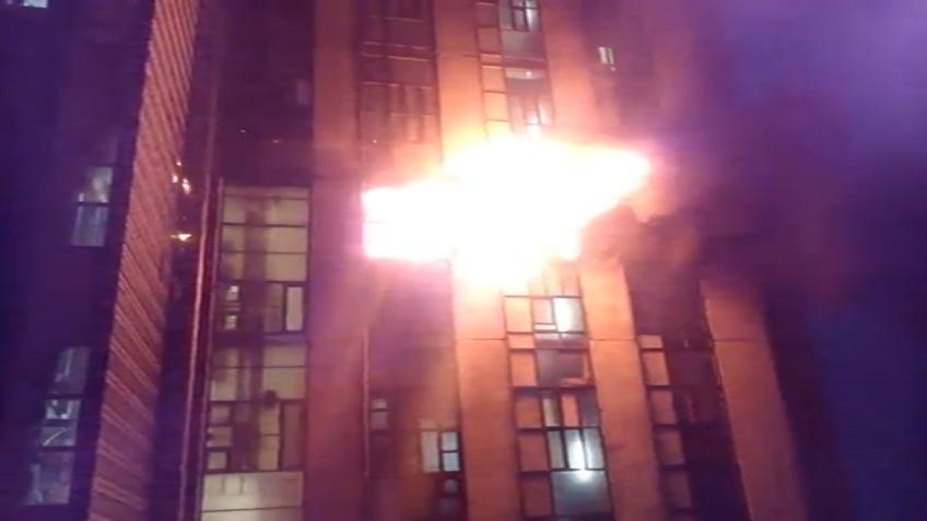 Семеро эвакуированы из-за пожара вмногоэтажном здании прежнего завода «Пекарь»
