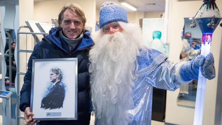 Дедушка Мороз поздравил футболистов «Зенита» ипреподнёс имподарки