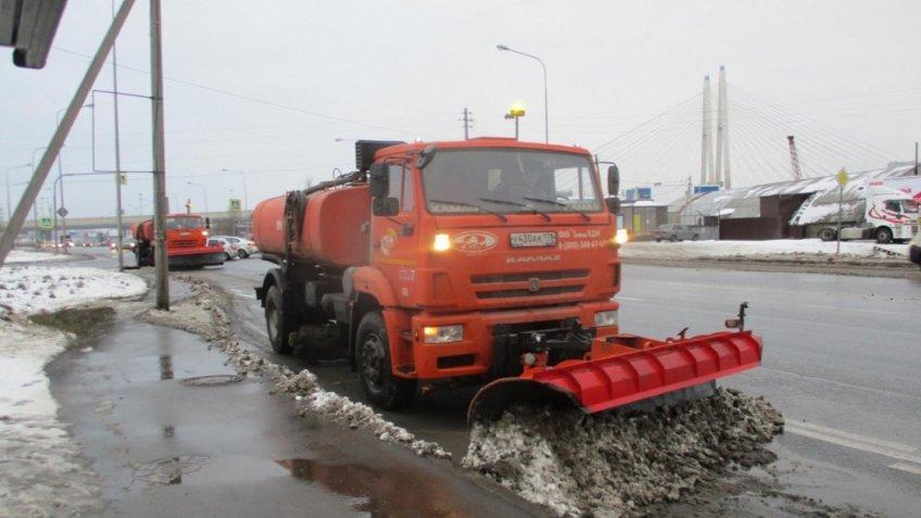 60 тыс. кубов снега вывезли сулиц Петербурга занеделю
