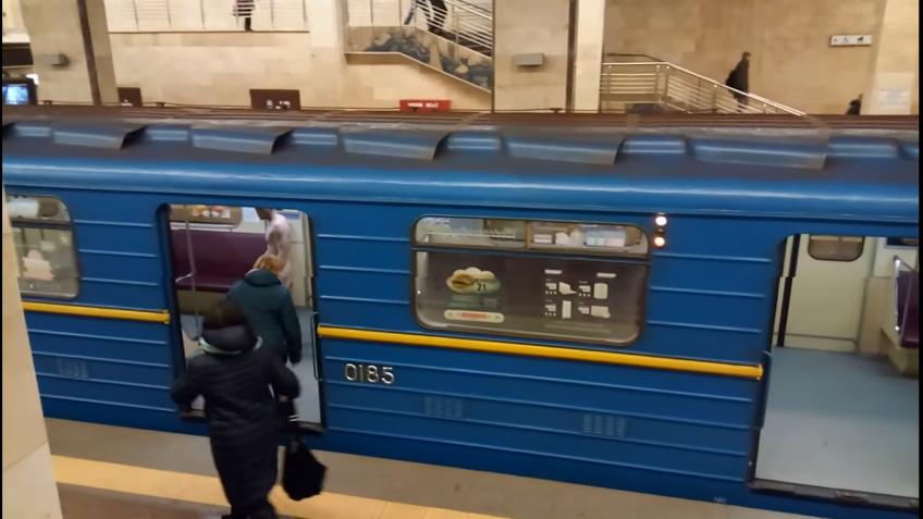 Голый мужчина пытался угнать поезд вкиевском метро