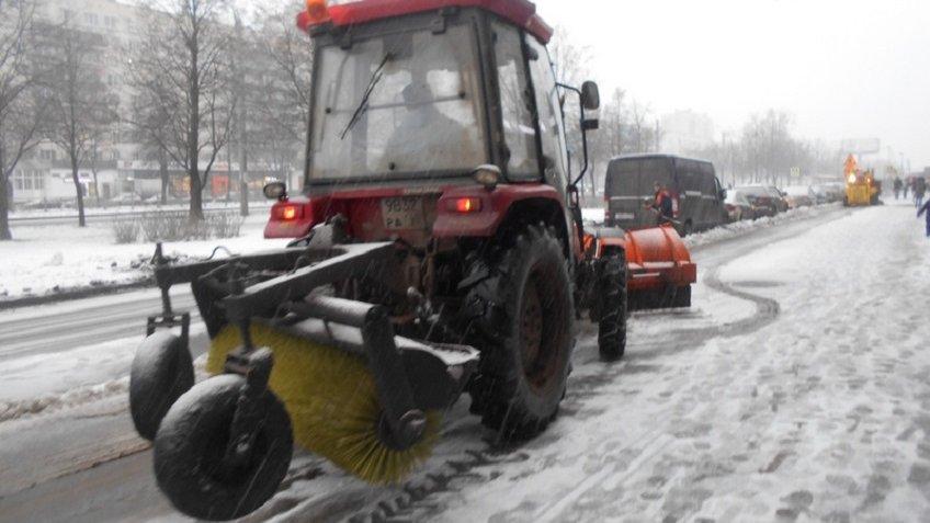 Сулиц Петербурга вывезли занеделю 100 000 кубов снега