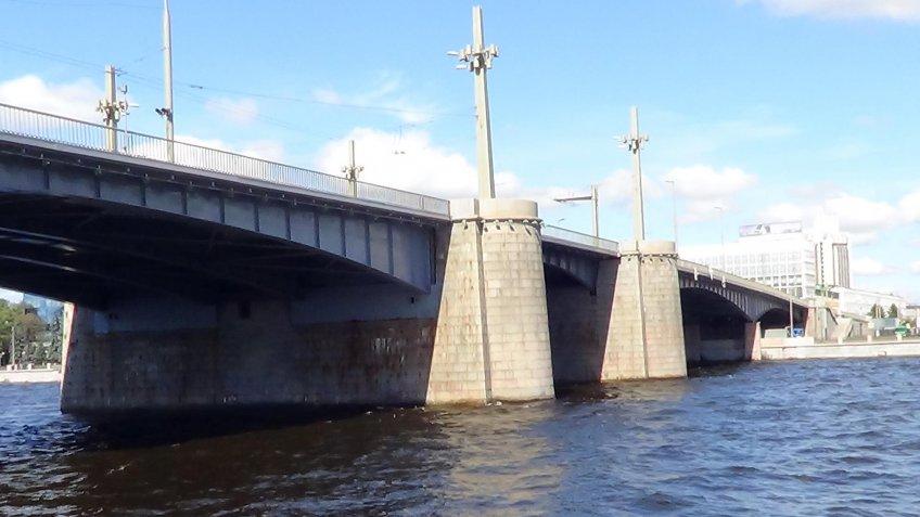 Один изсамых огромных мостов Петербурга разведут на пару часов