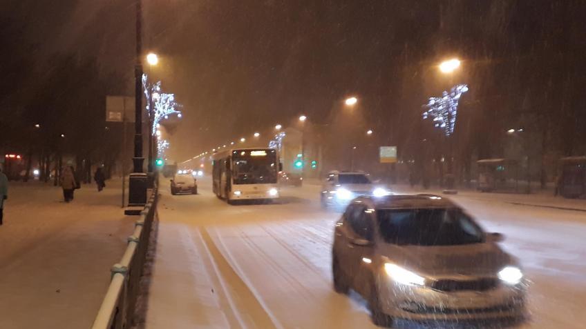 Вовремя снегопада на трассах Петербурга зафиксировано практически 300 ДТП кполудню
