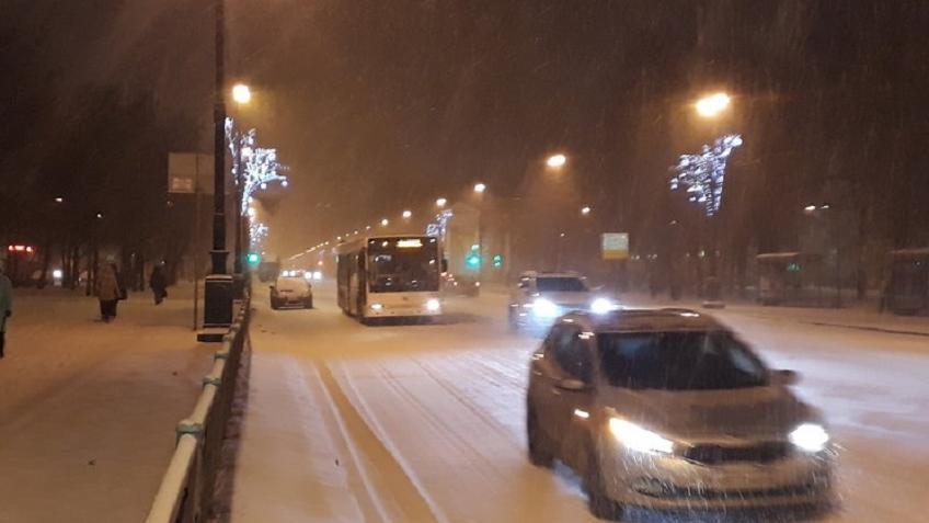 Туман имокрый снег обещают жителям Петербурга вовторник