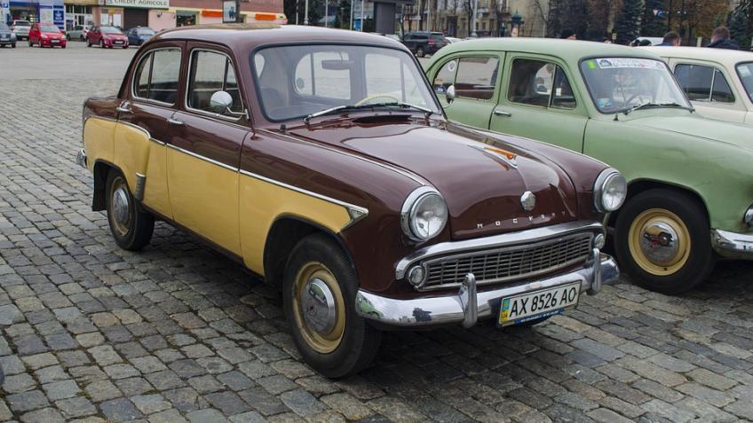 ВПетербурге угнали раритетный «Москвича-401»
