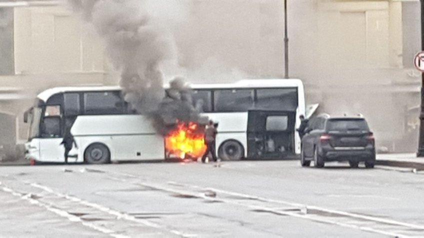Костромские школьники непострадали взагоревшемся автобусе в северной столице