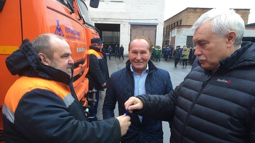 Полтавченко вручил дорожникам ключи отуличных пылесосов