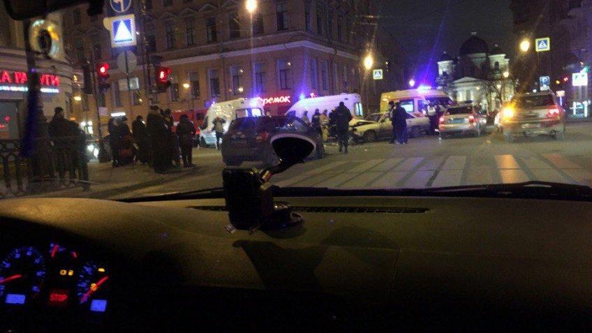 Ужасающие последствия ДТП наЛитейном проспекте вПетербурге попали навидео