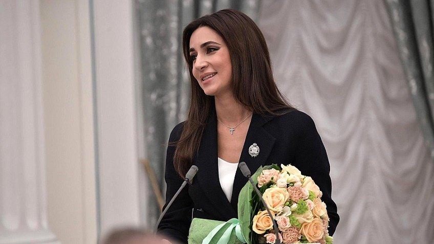 Известная эстрадная певица  Зара стала доверенным лицом В.Путина  вПетербурге