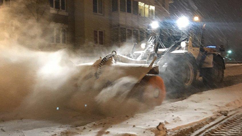 Рублевский иБоярский проверили, как убирают впригородах Петербурга вночной снегопад