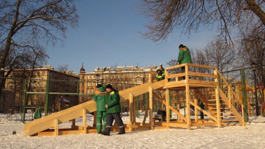 Деревянную горку построили вПетербурге вместо ледяной, которую доэтого отбили дети