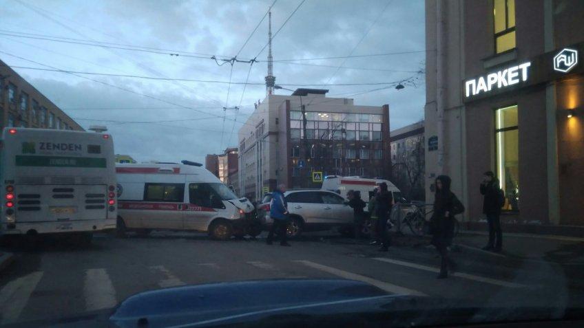 ВПетербурге произошла авария сучастием скорой помощи