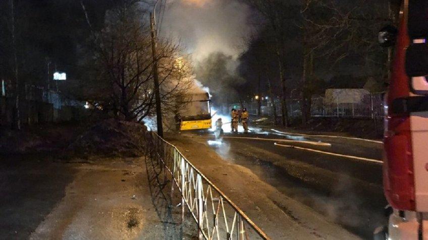 Автобус полыхал вПриморском районе