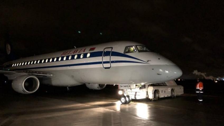 Ваэропорту Пулково приземлился самолет снеисправной стойкой шасси