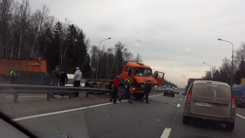 Свидетели: ВДТП вЛенобласти наМурманском шоссе умер человек