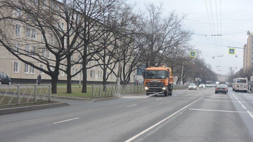 Занеделю сулиц Петербурга вывезли практически десять тыс. тонн грязи